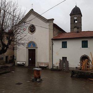 vista della Chiesa dalla piazzetta