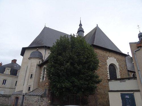 Chevet de l'église vu des quais du canal d'Ille et Rance