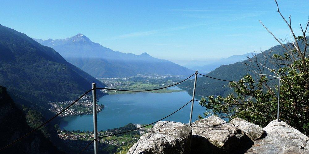 Lungo il sentiero che porta a Codera in Val Codera (Valchiavenna)