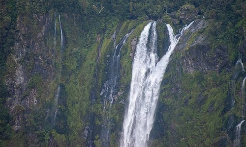 Upper section of 508-foot Stirling Falls. (AlpinerHut)