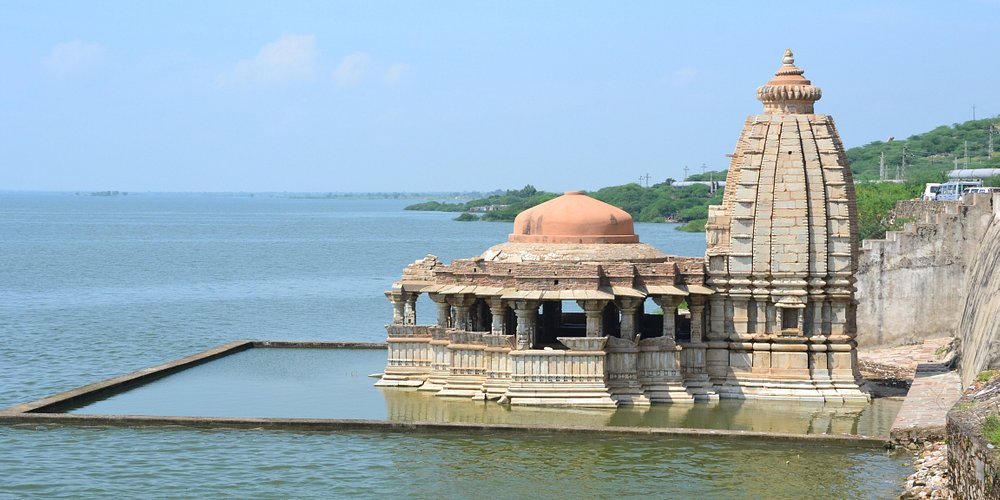 BISALDEO TEMPLE Bisalpur, located around 60-80 kilometres from Tonk, was founded by the Chahamana ruler Vigraharaja IV in 12th century A.D. Bisalpur is considered very important due to the temple of Gokarnesvara, also known as Bisal Deoji's temple. It was constructed by Vigraharaja IV, who was an ardent devotee of Gokarna. The inner sanctum of the temple enshrines a Shiva linga. The temple has a hemispherical dome, supported on eight tall pillars sporting floral carvings.