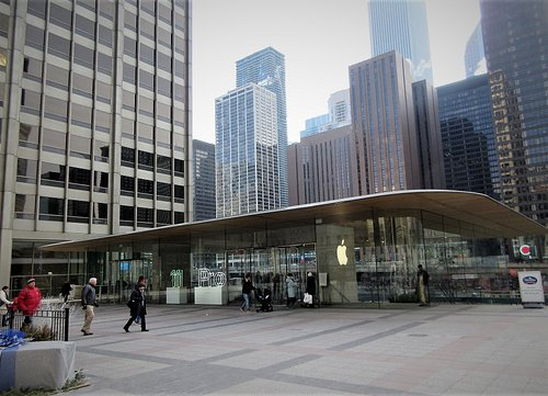 Pioneer Court and Apple Store (2)