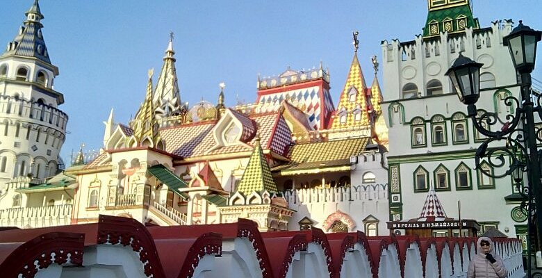 Измайловский Кремль в солнечный зимний день.