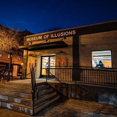 Museum of Illusions Dallas' entrance