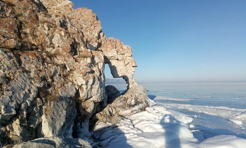Lake Baikal. Ise winter.
