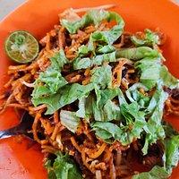 A plate of fresh mee goreng.