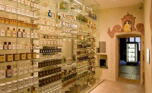 Pharmaziemuseum Brixen: Geordnete Vielfalt und Fülle