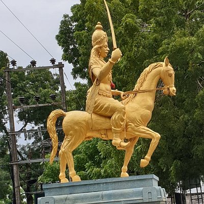 Sangiliyan Statue