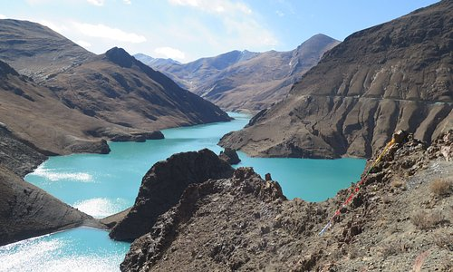 Lake on the road to Gyantse