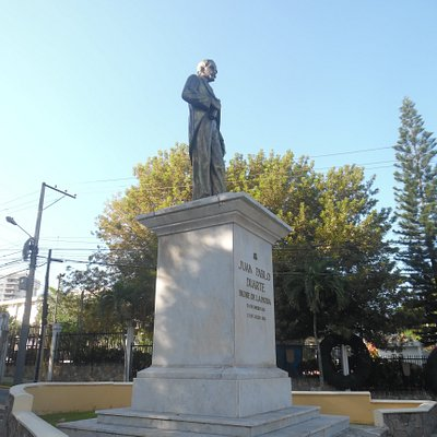 left view of statue