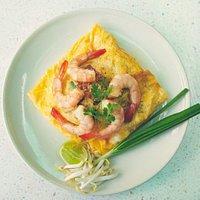 ผัดไทยไข่ห่อกุ้งสด50บาท