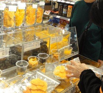 台湾産のドライマンゴーの量り売り