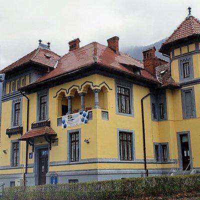 Tourist Info Center, Brasov, Romania: Helpful staff, nice building.