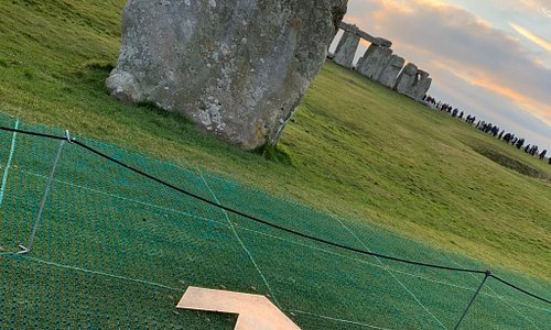 Magical light at Stonehenge today Massive crowds too.