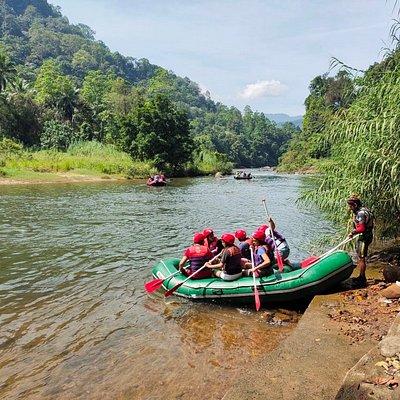Kithulgala Sri Lanka White Water Rafting , Trekking , Canyoning , Jungle Trekking & Confidence Jump.