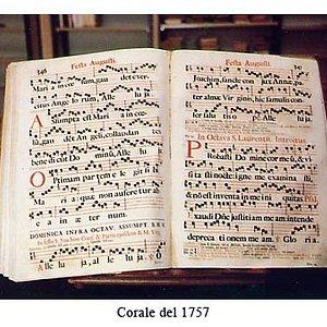 Una delle opere antiche contenute nella magnifica Biblioteca: un corale del '700 (canto gregoriano)