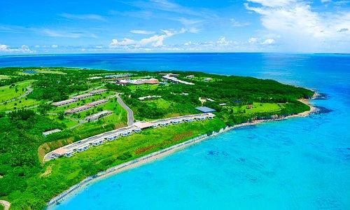 南十字星という名のリゾート「はいむるぶし」 約40万平米の敷地すべてが国立公園内に有する日本最南端のビーチリゾート。 国内最大のサンゴ礁と世界有数の星空に抱かれた南海の楽園です。