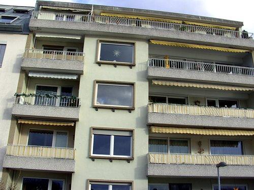 Wohn-Häuser an der Deich-Straße, vom Deich aus betrachtet...