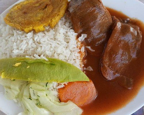 Complejo gastronómico de la ciudad de Nueva Loja, Lago Agrio, a una cuadra del parque central Recreativo  puedes encontrar diferentes estilos, de cocina con diferentes ofertas de comida.