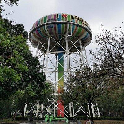 自來水公園內的高聳水塔為高雄另類地標