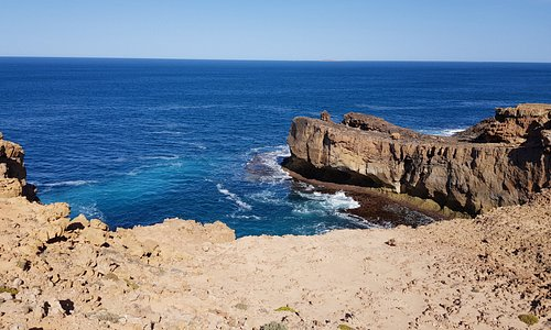 Whistling Rocks and the Blowholes Streaky Bay    general blowhole area