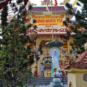 Hung Quoc Tu Pagoda