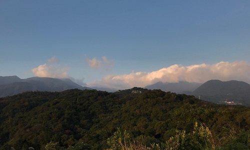 軍艦岩 景色很美 爬起來有小鳶嘴山的感覺 是在市區內難得好山