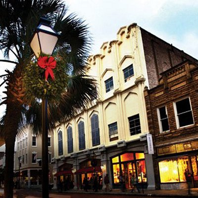 Discover Charleston, South Carolina  offering everything.  Voted America's #1 Small City, 9 Years & Counting.