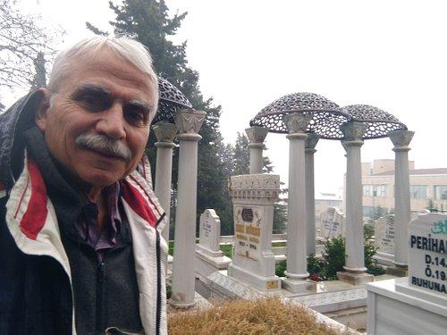 Zeki Müren Mezarı 1