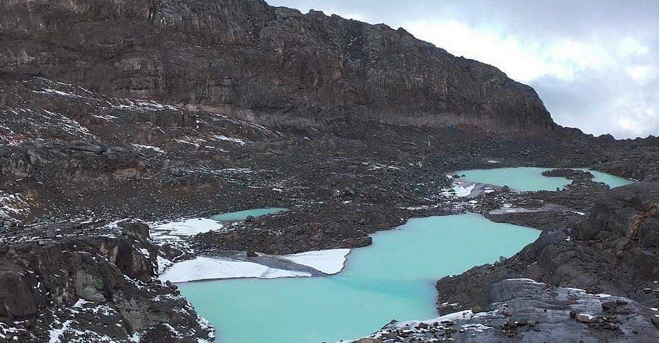 Laguna temporal borde glaciar Conejeras