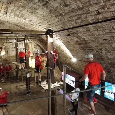 Percorso avventura per giovani e meno giovani. Unico al mondo in una cisterna medievale sotto la piazza principale di Narni