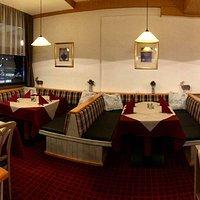 Das gemütliche Restaurant mit Blick auf die Nightrace Piste