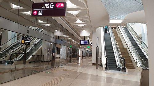 Rolltreppen zwischen den einzelnen Zustiegsbereichen bzw. Eingängen