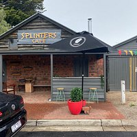Splinters is wonderful, the food was amazing and the best sausage rolls I have tried.   Great for lunch or afternoon tea, the location and cafe are beautiful and the staff are so friendly.   I cannot wait to return!