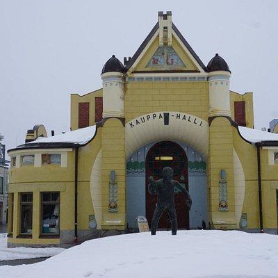 Veljmies Statue, Kuopio Market Square