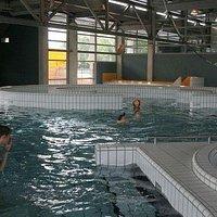 Mooi zwembad! stroomversnelling, baantjes zwemmen, disco- & gewone glijbaan, peuterbad, buiten zwemmen (warme maanden)... het kan allemaal in dit zwembad te Veenendaal!