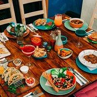 A typical Los Burritos table