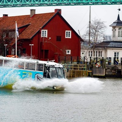 With our great amphibious bus you will experience Gothenburg both from land and water! Sightseeing with a twist!
