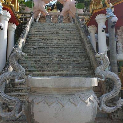 Au pied des escaliers