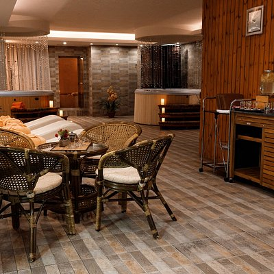 Термальная зона СПА-центра отеля Евразия открыта для проживающих гостей и для гостей из города ежедневно с 10:00 до 22:00.