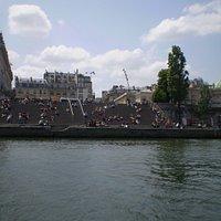 vista desde el río Sena..... a la derecha el Hotel de Salm