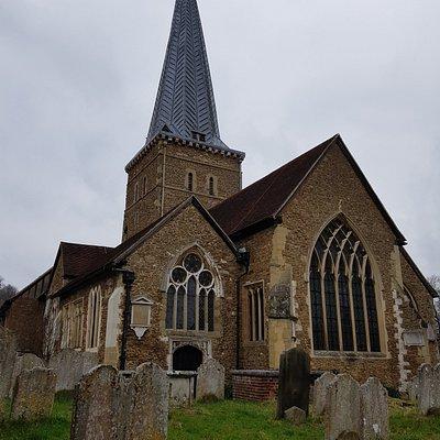 La chiesa dal cimitero