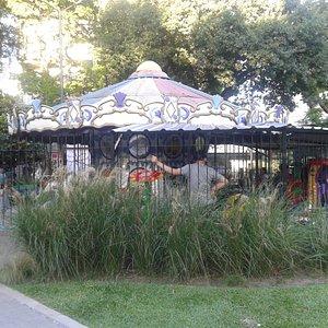 Plaza Noruega: Calesita- Barrio Belgrano, Bs.As. 2020.