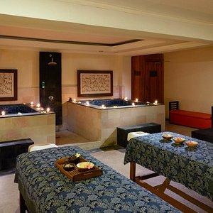 Massage Room & Jacuzi