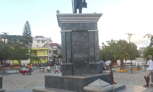 statue front view