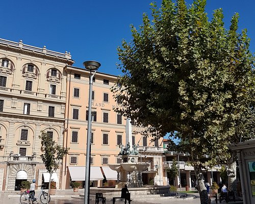 More landscape and buildings around the Piazza