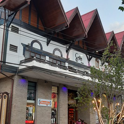 Frente do Shopping Center Capivari