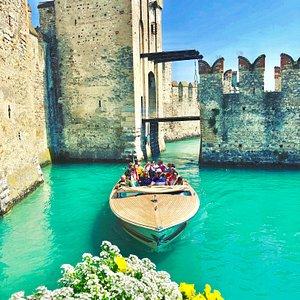 Il passaggio dai ponti del Castello Scaligero del 1277