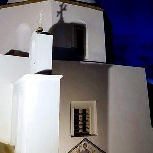 Ekklisia Agios Minas at night