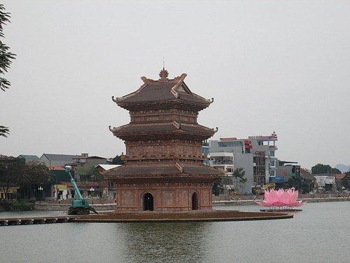 キーラン寺の沖合に建築中の塔